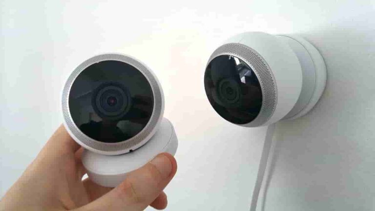 how to check for cameras in hotel rooms